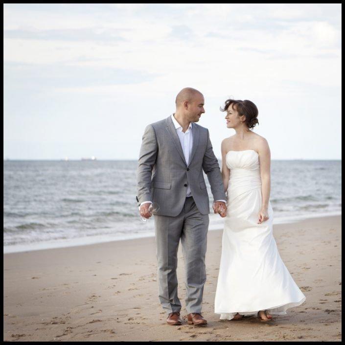De button naar een bruidsreportage van een bruiloft aan zee.