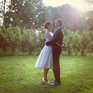 Weddingportrait at an apple farm near Amsterdam.