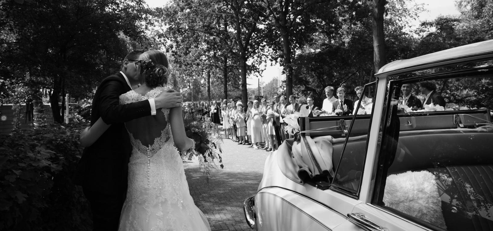 Zwart wit trouwfotografie van een