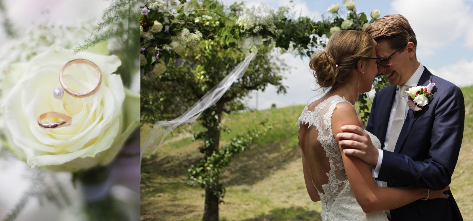Bruidsfoto van een gelukkig bruidspaar tijdens de ceremonie.